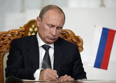 Путин подписал закон о смягчении наказания для мигрантов-нарушителей