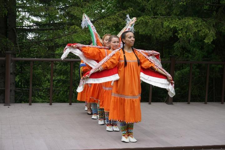 """На фестивале """"Живущие по Солнцу"""" в Югре представили финно-угорский фольклор"""