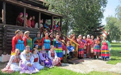 """Фестиваль """"Традиции Алтая"""" собрал  русских, украинцев, немцев и казахов"""