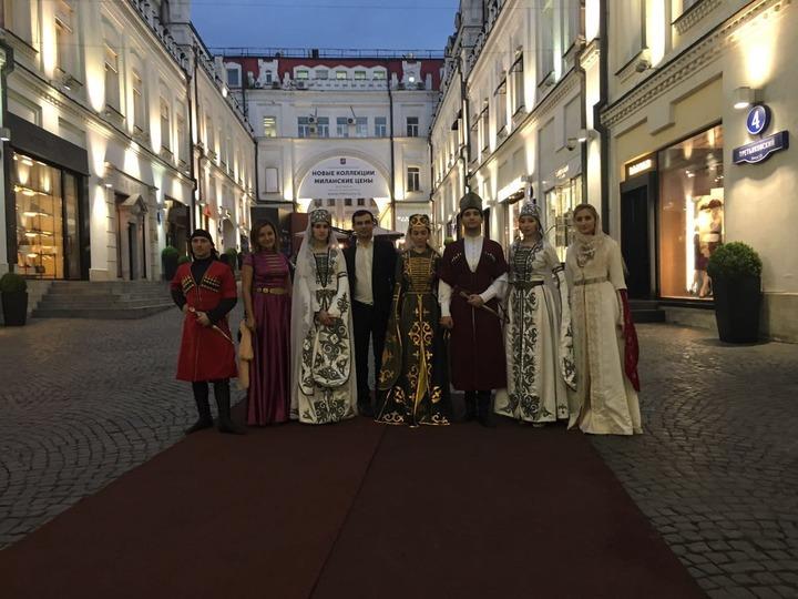 Черкесы прошлись по Москве в национальных костюмах