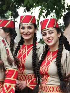 Коллективный кочари станцуют на Дне армянской культуры в Москве