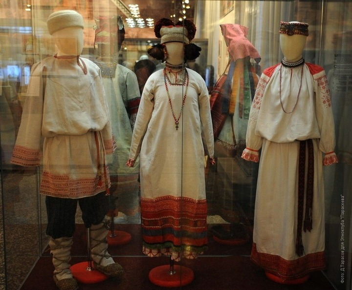 Костюмы народов Западной Сибири привезли из Санкт-Петербурга в Омск