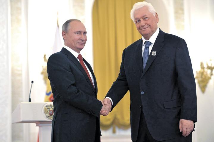Путин поздравил первого лауреата премии за укрепление единства российской нации Магомедали Магомедова с юбилеем