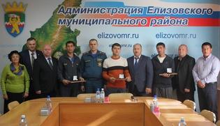 Трех киргизских мигрантов наградили за спасение ребенка на Камчатке