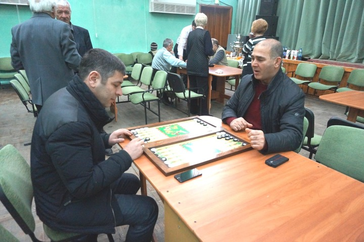 Азербайджанцы и чеченцы стали сильнейшими нардистами на Южном Урале