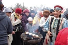 """В метании сушеного кизяка посоревнуются участники гастрофестиваля """"Махан fest"""""""
