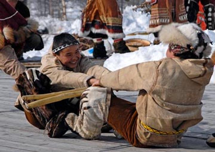 В Якутске провели первый чемпионат мира по перетягиванию палки