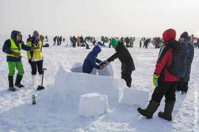 В Новосибирске прошли соревнования по постройке иглу