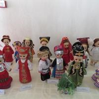 Куклы в национальных костюмах из коллекции Дома дружбы народов Татарстана