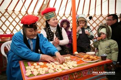В Калмыкии отметили национальный новый год фестивалем калмыцкого чая