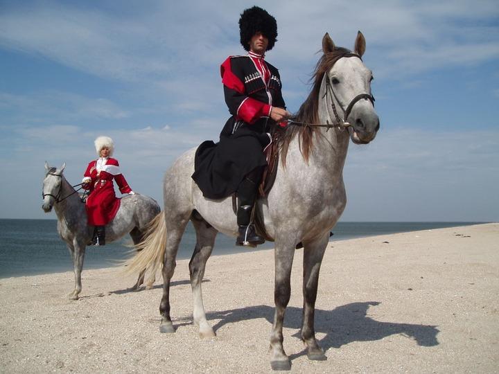 Казаки будут патрулировать дикие сочинские пляжи в шторм