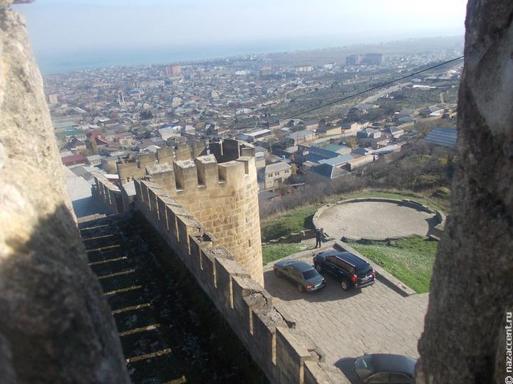 В Дагестане из-за дождей разрушилась часть крепостной стены XIX века