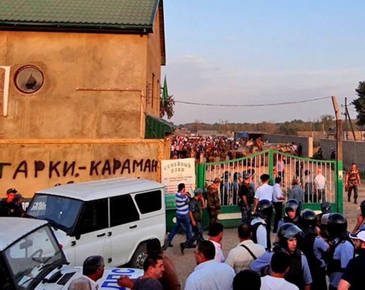 Прокуратура, полиция и ФСБ посетили участников голодовки в Карамане