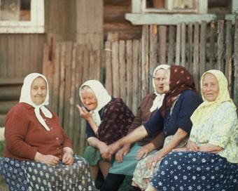 Наши любимые бабушки — на 20 языках народов России