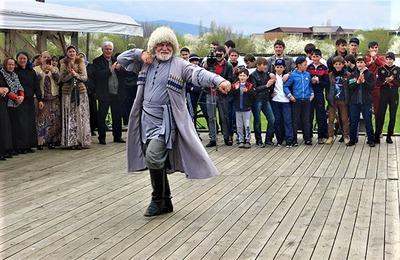 В Чечне отметили праздник первой борозды и провели ловзар ко Дню мира