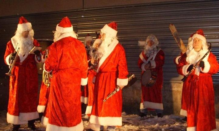 На праздники московских дворников-мигрантов оденут в новогодние костюмы