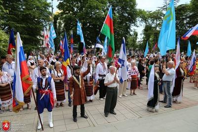 В Крыму День России отметили танцевальным флешмобом