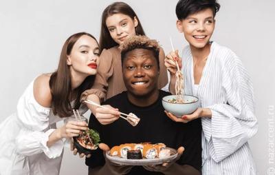 Сеть по доставке суши заставили извиниться перед русскими из-за рекламы с темнокожим мужчиной