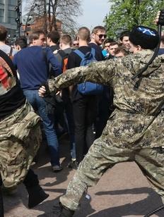 Участвовавший в драке на московском митинге казак заявил о провокациях оппозиции