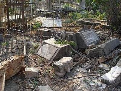 Волгоградские националисты разрушили кладбище езидов