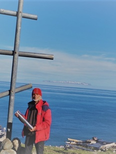 Путешественника заставят снести крест, незаконно установленный в священном эскимосском поселении