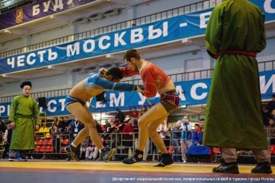 Победителей первенства в традиционных видах борьбы определили в Москве