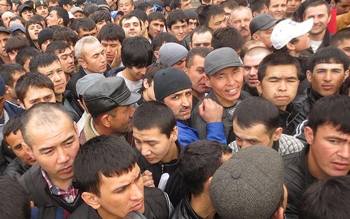 Депутаты предлагают делать из трудовых мигрантов крепостных
