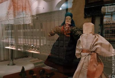 Утиные носики, топор-посох и цыганский костюм: что нового в Этнографическом музее?