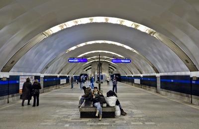 """Полиция Петербурга установила, кто избивал приезжих в метро после """"Русского марша"""""""