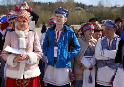 На Евро-Арктический фестиваль фольклора привезли мужчин с платочками
