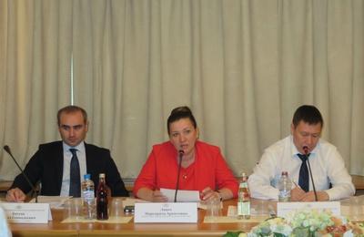 Участники круглого стола разошлись во мнениях о необходимости кодекса журналистов, пишущих на межэтнические темы