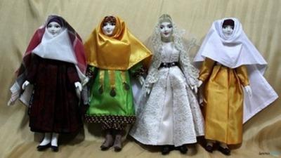 В Петербурге открылась выставка кукол в национальных костюмах