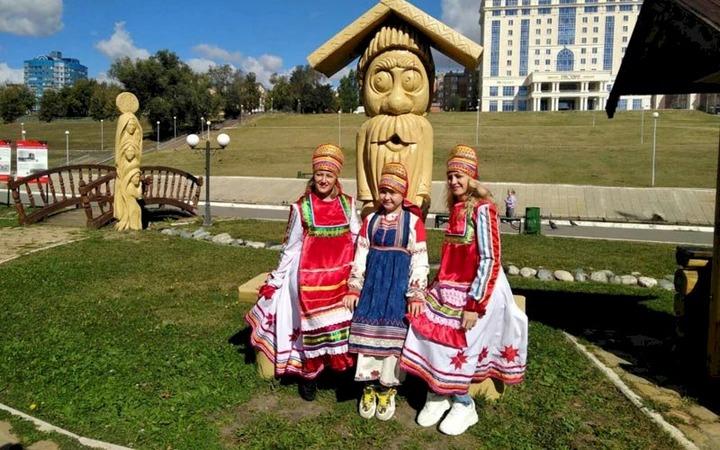 """В """"Мордовском подворье"""" в Саранске встречают осень национальными состязаниями и загадками"""