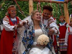 На Красную горку в Нижнем Новгороде сыграют свадьбы по старинным русским обычаям