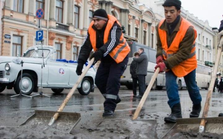 """ФМС и РПЦ подписали соглашение о совместной """"заботе"""" о мигрантах"""