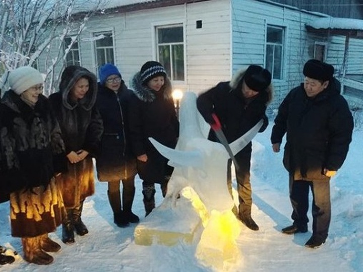 В Якутии коммунальщики призывали весну с помощью древнего обряда
