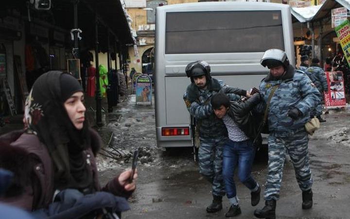 Задержанных в Петербурге в рамках борьбы с экстремизмом мигрантов депортировали