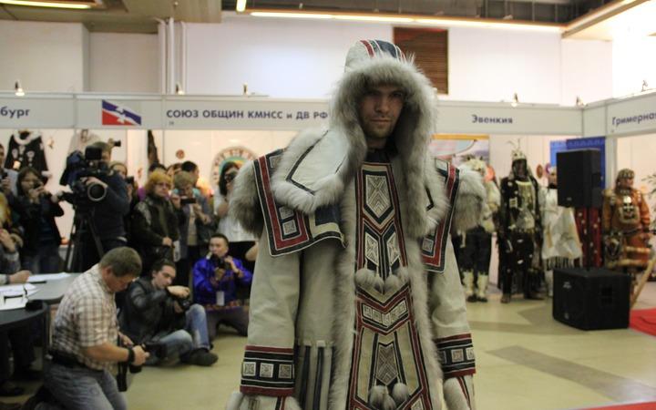 """""""Полярный стиль"""": Этнические мотивы в современной одежде народов Севера"""