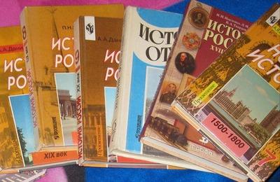 """Путин: Единый учебник истории поможет избавиться от """"идеологического мусора"""""""