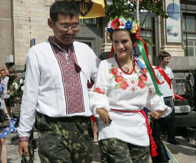 """Украинка и якут поженились на """"Евромайдане"""""""