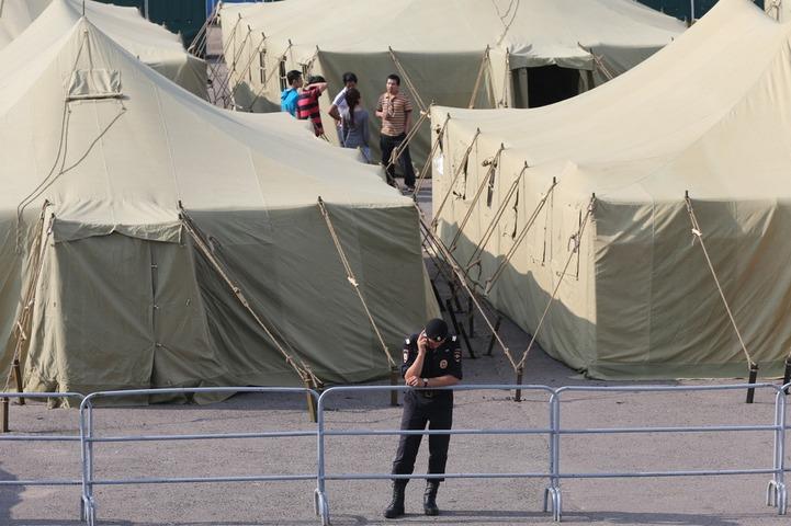 Глава Федерации мигрантов России назвал незаконным палаточный лагерь для иностранцев