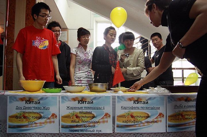 Барнаульцев накормят иностранные студенты