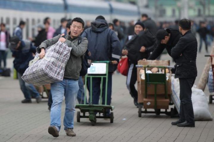 В Петербурге трудоустроят мигрантов из Средней Азии для профилактики терроризма
