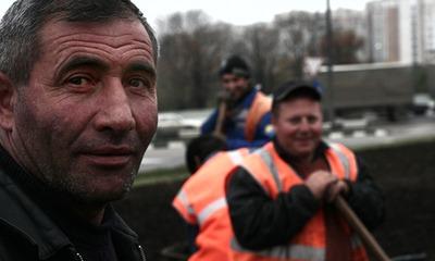 В Петербурге лишь 50 процентов мигрантов смогли сдать тест по русскому языку