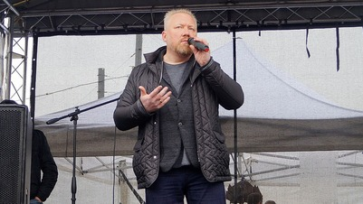 """Организатор """"Русских маршей"""" сбежал из-под домашнего ареста в другую страну"""