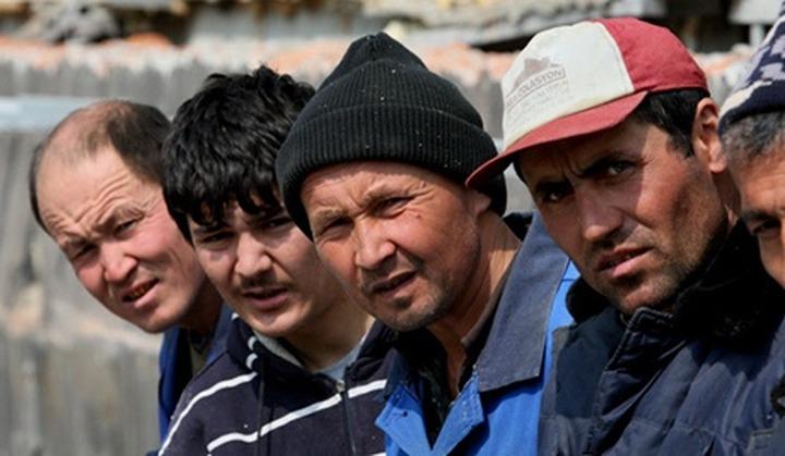 В посольстве Таджикистана открыли штаб помощи мигрантам и обвинили СМИ в антитаджикской пропаганде