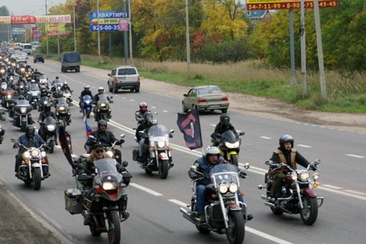Праворадикалы провели стихийную акцию в память об убитом азербайджанцем байкере