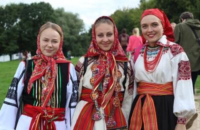Выставка оригинальных русских костюмов XIX века открылась в Калининграде