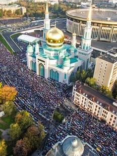 Более 200 тысяч мусульман отметили Курбан-Байрам в Москве