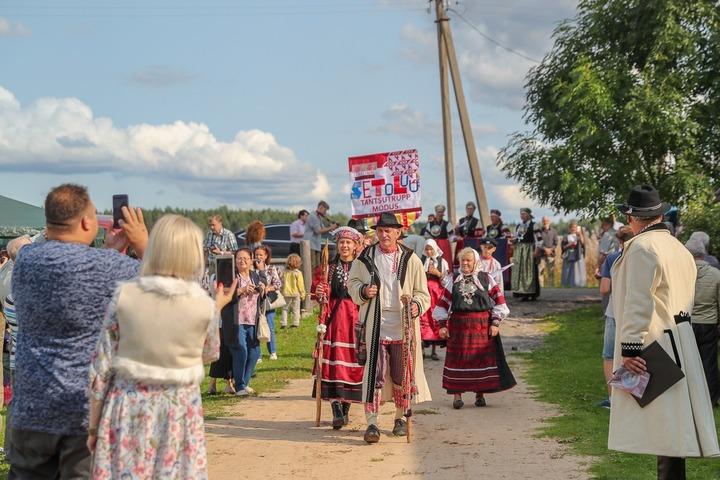"""""""Короля"""" сето выбрали на фестивале """"Сетомаа"""" в Псковской области"""